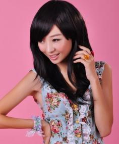 简约时髦的小清新女生斜刘海发型