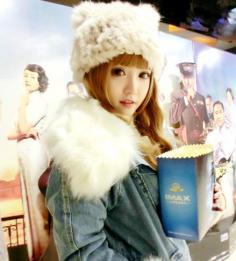 韩式齐刘海烫发打造甜美风