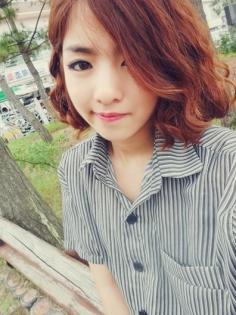 高人气韩式短卷发发型推荐 打造精致甜美小脸蛋