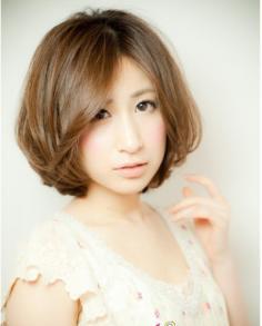 2014最新圆脸短发烫发发型 修颜显嫩超掩龄