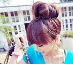 韩式丸子头简单扎法 简约中凸显时尚