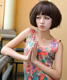 很受欢迎的女生短卷发发型图片 优雅娴静或妩媚俏皮