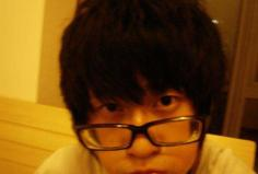 戴眼镜男生短发发型 适合戴眼镜的男生发型瞬间变潮男
