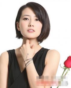 干练甜美的女生齐耳短发造型图片 时尚中透露成熟女性风采