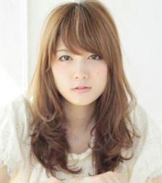 韩式刘海怎么弄好看 甜美卷发发型最显瓜子脸