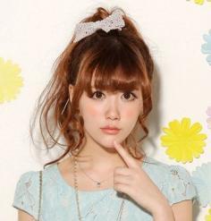 潮流女生韩式烫发发型图片 流行的发型风靡街头巷尾