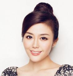 韩式气质丸子头扎发打造俏丽感