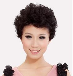 3款既时尚又显气质的中年妇女短发发型