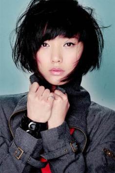 王珞丹学生短发发型 中长波波头