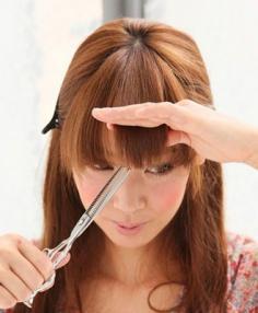 如何自己剪齐刘海 美女必知在家剪刘海的技巧