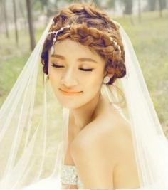 时尚又靓丽的新娘盘发造型