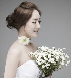 甜美优雅的韩式新娘盘发完成完美蜕变