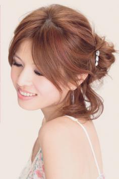 五步轻松盘发~在校女生最爱发型DIY(组图)