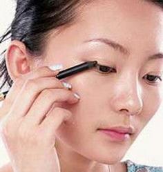 初学化妆画眼线 画眼线的基本手法