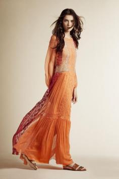 橙色连衣裙图片 散发着温暖的光辉