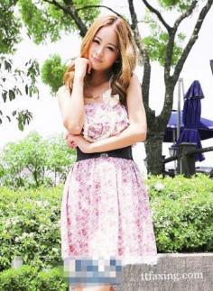 碎花裙搭配超减龄 你的夏日穿了吗