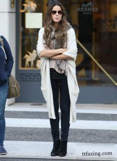 欧美风毛衣外套搭配 明星街头扮冷酷