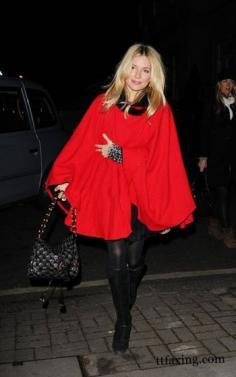 寒冬一起欣赏潮女们的斗篷大衣怎么搭配吧