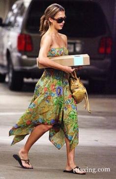 波西米亚风格长裙 今夏流行抹胸款