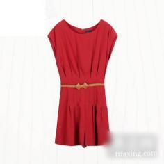 今夏流行的英伦风的女装单品