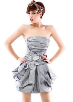 抹胸小礼服怎么穿好看 正确穿搭就能女王气质