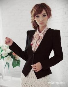 黑色小西装搭配裙子优雅又时尚