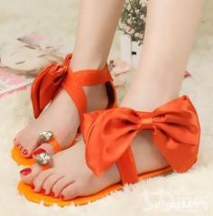 休闲女凉鞋美艳吸人眼球 让这个季节色彩满天飞