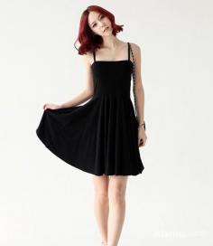 黑色吊带裙搭配 让你的青春活力四射