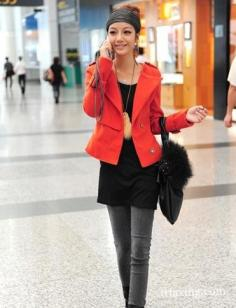 红色短外套搭配 显高显瘦不臃肿