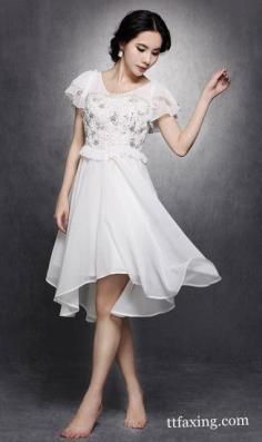 白色连衣裙 白色连衣裙如何搭配出夏日里你无法拒绝的纯美