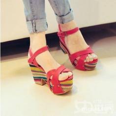 松糕鞋如何搭配 潮流个性的必备单品