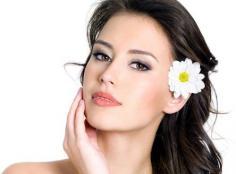 脂肪粒的预防以及去除方法 眼部脂肪粒的形成原因揭秘