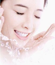 教你T区出油怎么办 正确洗脸保湿补水是关键